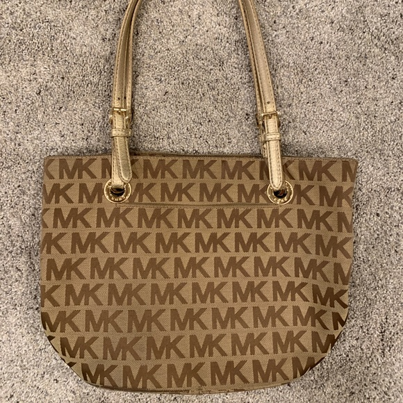 Michael Kors Handbags - Michael Kors purse with gold strap